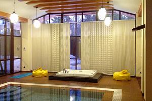 Шторы для бассейна
